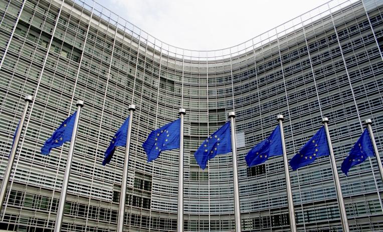 Mobilità sicura, pulita e connessa: la Commissione UE presenta la terza serie di misure per il sistema europeo dei trasporti