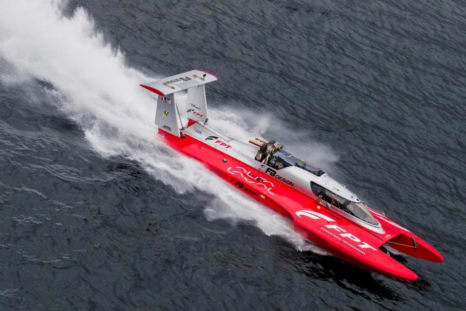 Nuovo Guinness World Record di velocità: il motore FPT Industrial supera i 277 km orari sull'acqua