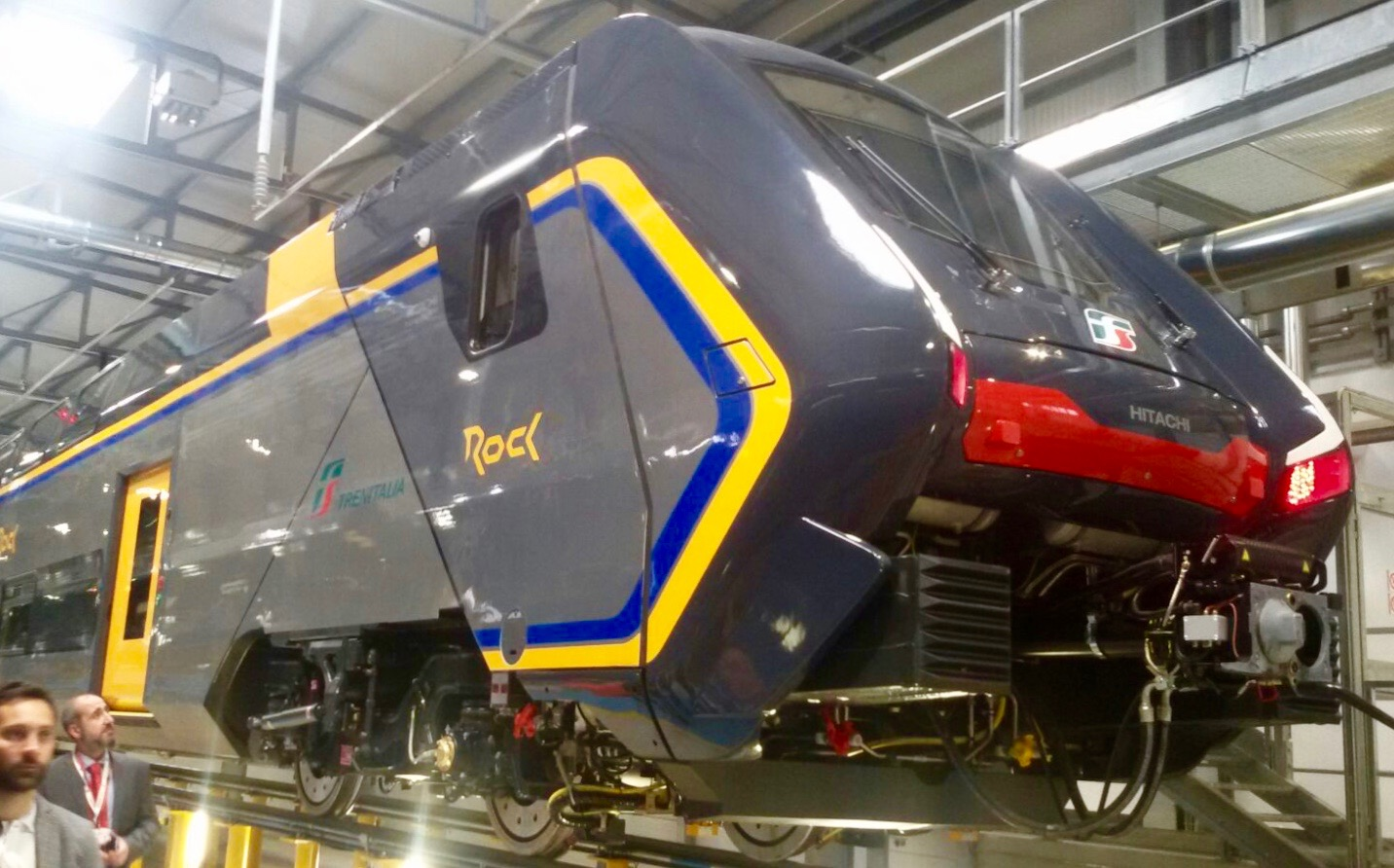 Il primo esemplare del treno Rock esce dallo stabilimento Hitachi Rail di Pistoia. In servizio dalla primavera del 2019