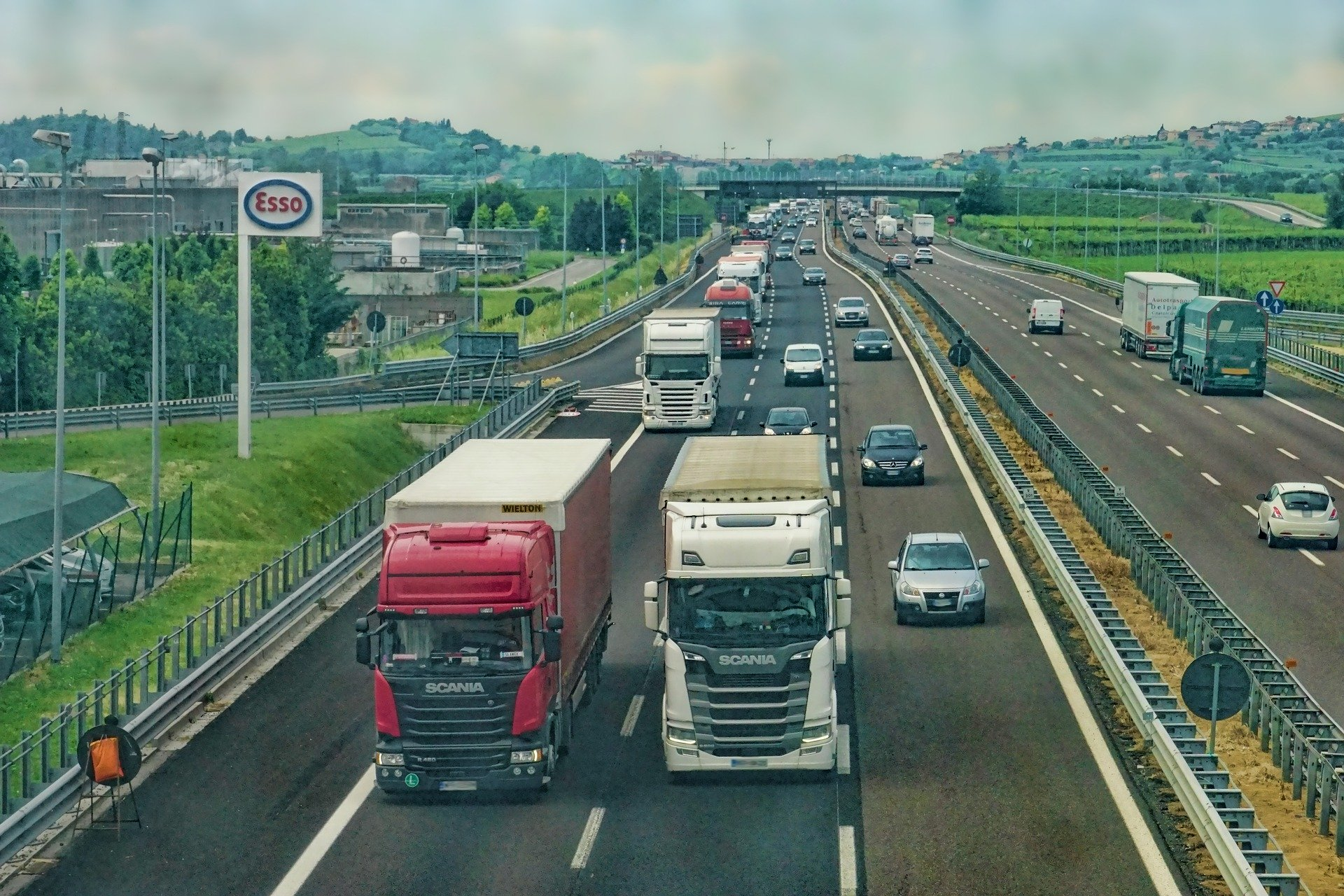 Trasporto merci in Italia, primato della gomma su tutte le altre modalità