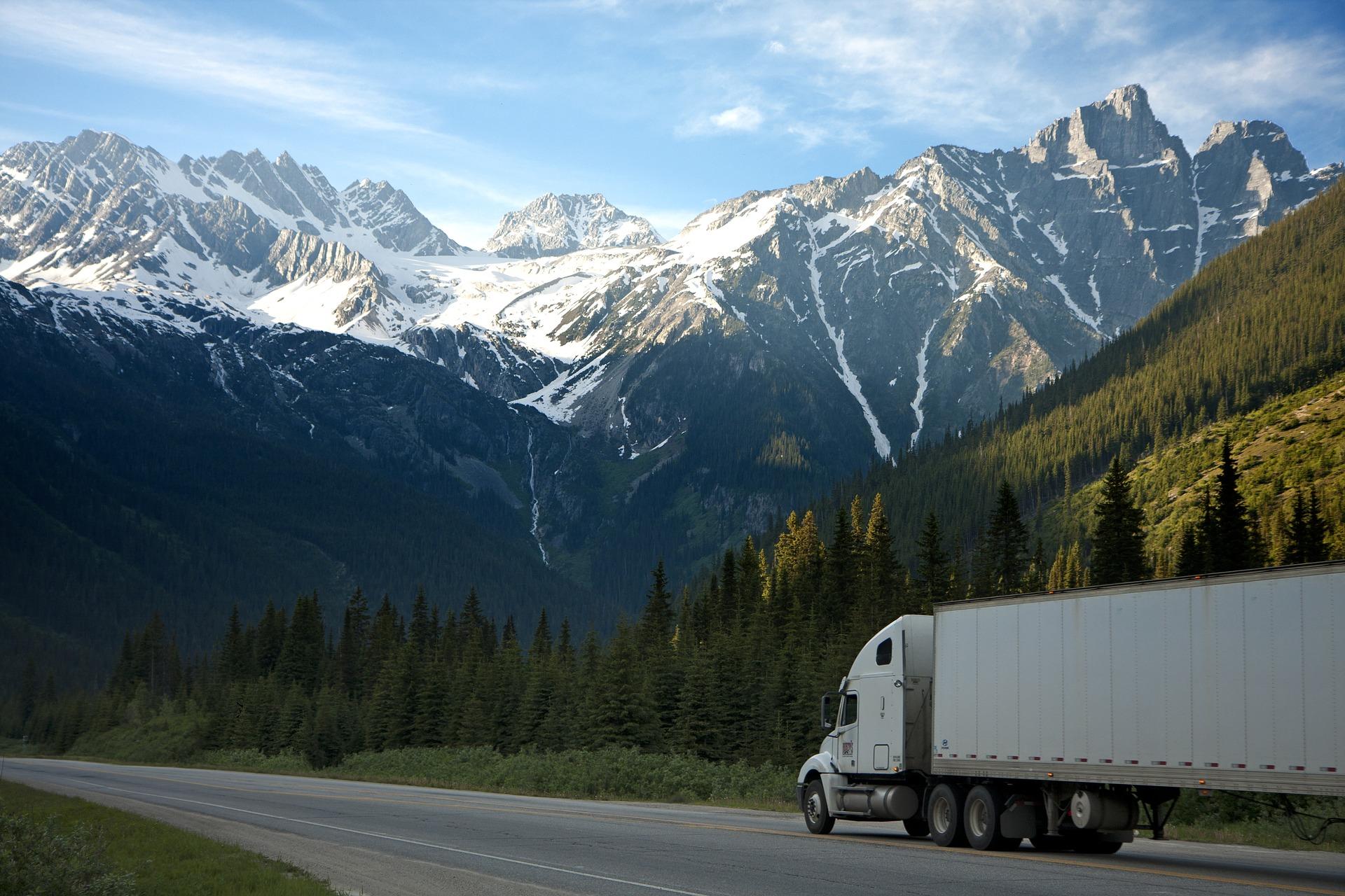 Camion a emissioni zero: nuovi obiettivi vincolanti per le infrastrutture