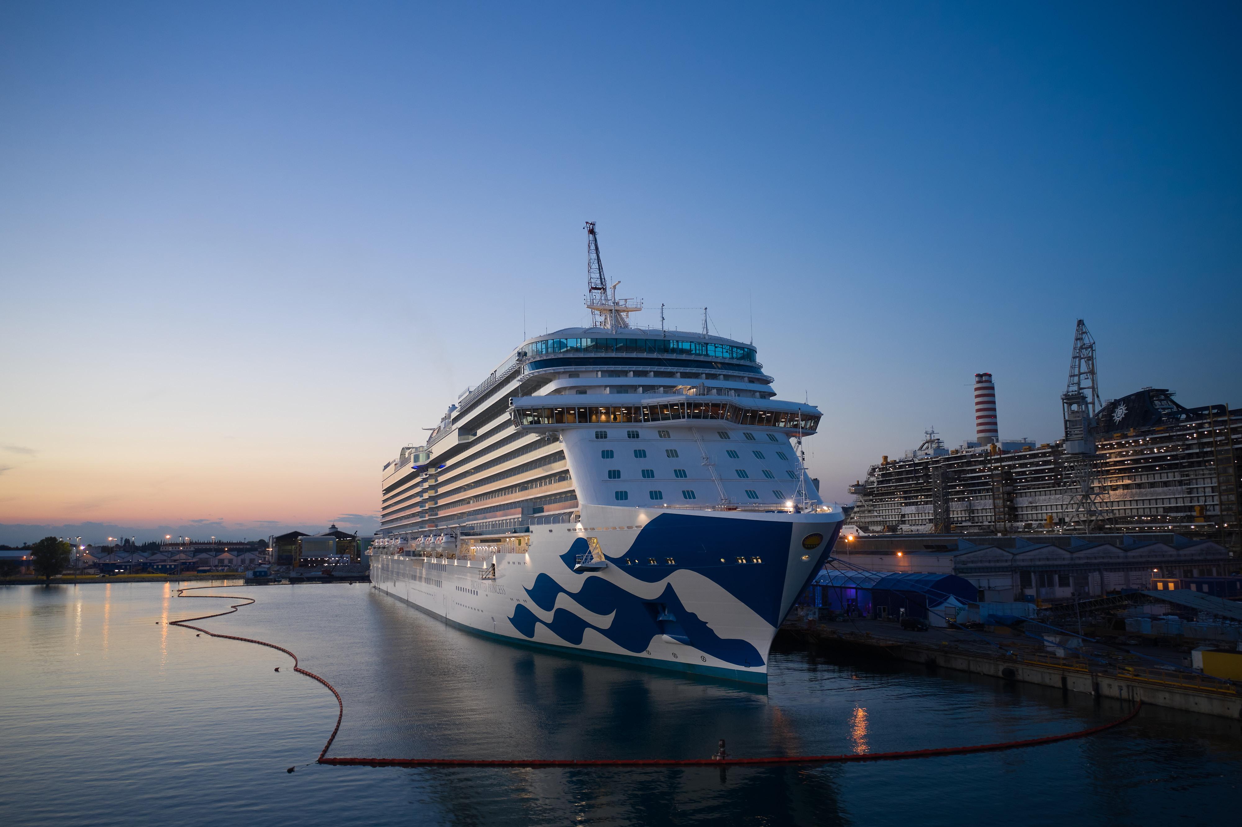 Fincantieri: consegnata Enchanted Princess, 100esima nave da crociera degli ultimi trent'anni